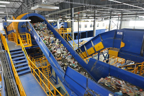 Published the instant paper on waste treatment facilites need in Italy for policy makink